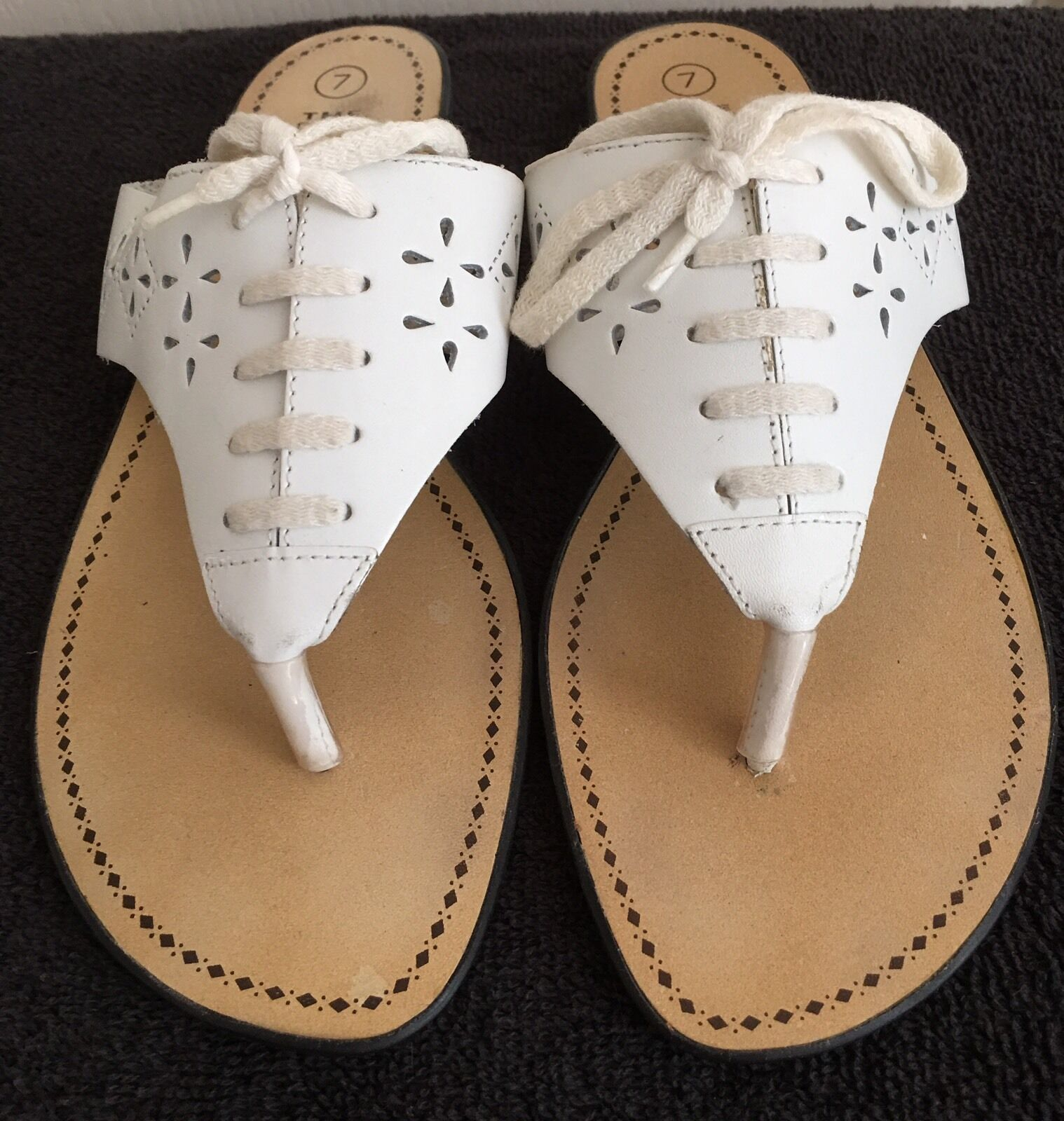 Womens THE LEATHER COLLECTION Flop White Eyelet Thong Flip Flop COLLECTION Sandals SIZE 7 58883a