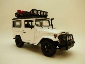 TOYOTA-LAND-CRUISER-FJ40-blanc-OFF-ROAD-1-24