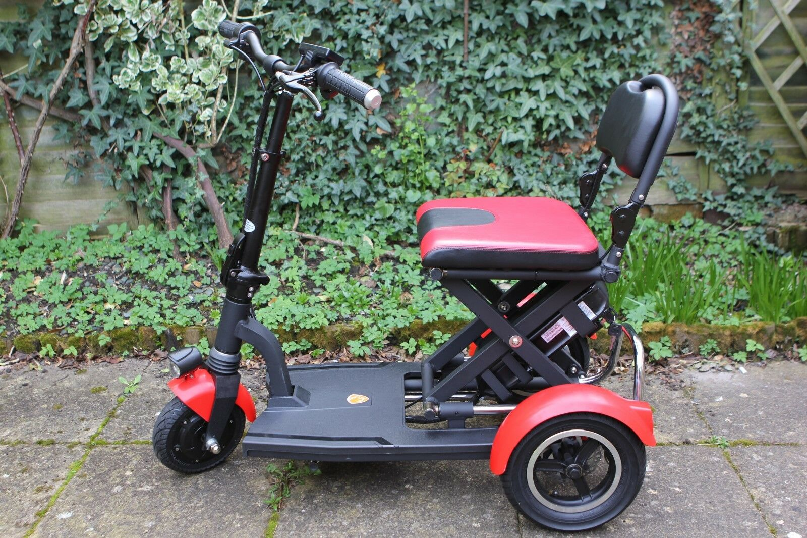 Brand New 36v 250w Lightweight Foldable 3 Wheels Electric Scooter