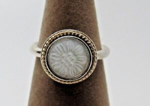 b1e0b1347 New w/ Hinge Box Pandora Daisy Signet Mother of Pearl w/ Gold Ring ...