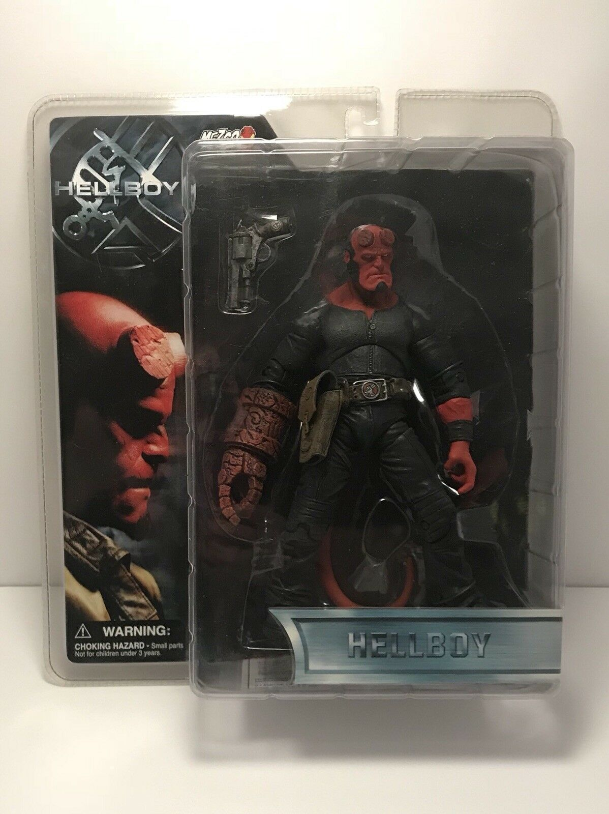 HELLBOY Closed Mouth No Coat Action Figure Mezco Toy 2004 NEW