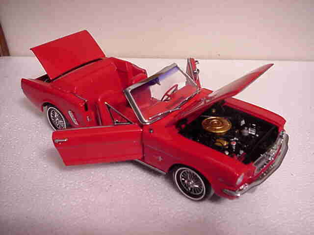 1964 1 2 Mustang Converdeible rosso 1 18 Ertl American Muscle 32400