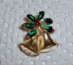 Vintage-Enamel-Christmas-Bells-Holly-Brooch-Pin-Matte-Gold-Tone-C148