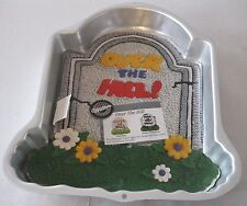 WILTON OVER THE HILL! TOMBSTONE CAKE PAN NEW! INSTRUCTIONS & INSERT 2105- 1237