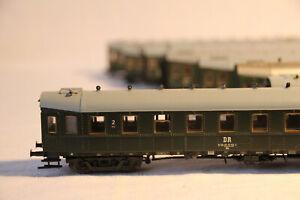 39-Konvolut-aus-8-Reisezugwagen-034-Hechtwagen-034-der-DR-Epoche-II-in-H0-von-Roco