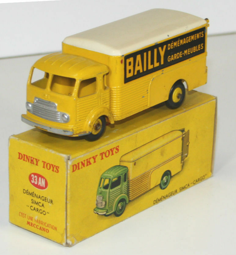 Simca cargo metal. dinky toys, 1 43. 33 year. made in France. circa 1950.