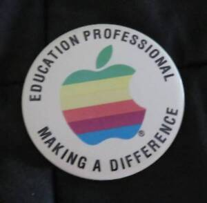 Vintage-APPLE-Computer-Industry-Trade-Show-Pinback-Button-PIN-Education-Rare