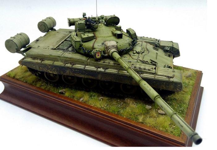 RUSSIAN T-80B MBT 1 35 tank Trumpeter model kit 05565