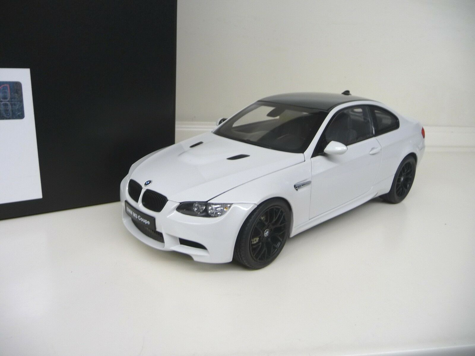 1:18 KYOSHO BMW m3 COUPE e92 BIANCA bianca  CARBON NUOVO NEW