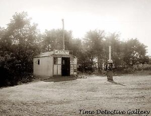 Filling Up with Gasoline at Station 1920 Pump Historic Photo Print