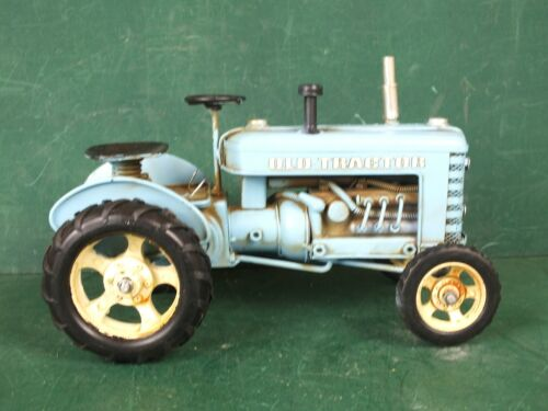 1 Kg Repro Deko Traktor Blechspielzeug Trecker Schlepper Groß Länge ca 25 cm
