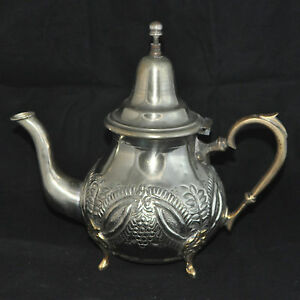 Orientalische-marokkanische-Teekanne-Marokko-antik-Unikat-alt-Silber-Kanne