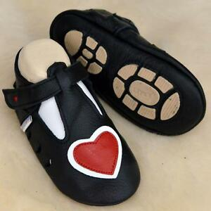 Liya's Babyschuhe Hausschuhe Lederpuschen  - #697 Sommerrpuschen Herz in schwarz