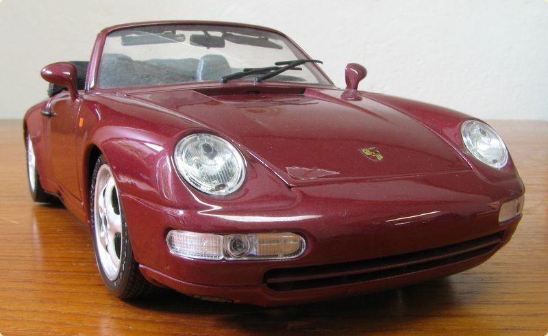 BBURAGO Porsche 911 Carrera 4 congreenible cabriolet red (1993) scale 1 18
