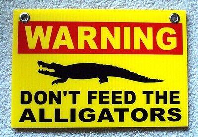 "2 WARNING DON/'T FEED THE  ALLIGATORS 8/""x12/"" Plastic Coroplast Signs w//Grommets w"