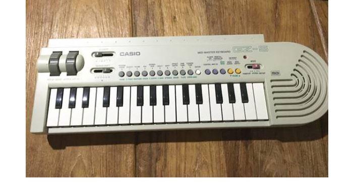 CASIO GZ-5 Mini 37keys MIDI Keyboard Sound Module Build-in Speaker w Tracking (1