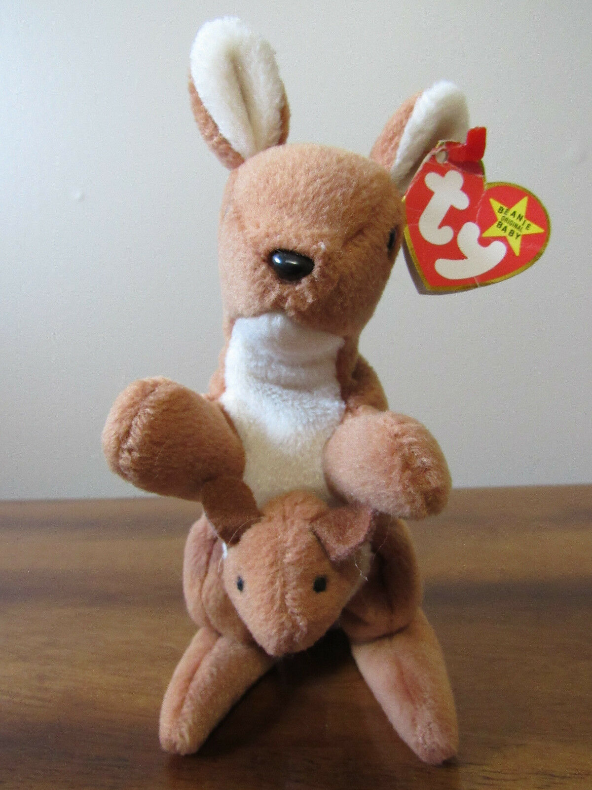 Pouch the Kangaroo Retired Ty Beanie Baby with multiple errors - Good condition