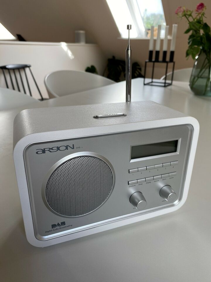 DAB-radio, Argon, God