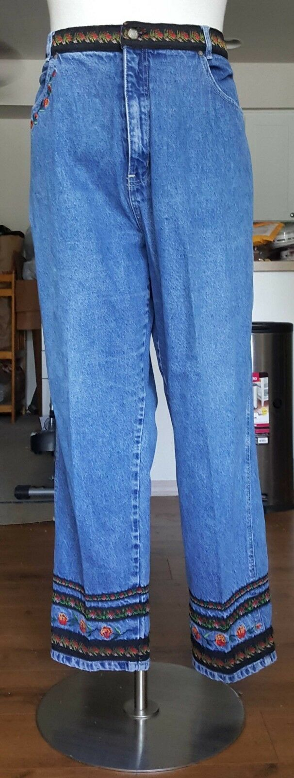 Bill Blass Women  Embroidered bluee denim jeans size 22W