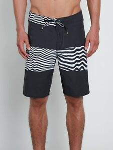 Volcom-Men-039-s-Black-Macaw-Faded-Mod-Tech-Board-Shorts-Retail-60
