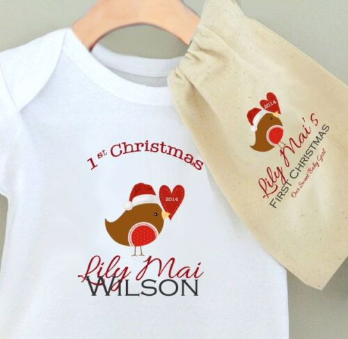 CUTE ROBIN BABY/'S 1st CHRISTMAS PERSONALISED BABY GROW BODYSUIT WIth Gift Bag
