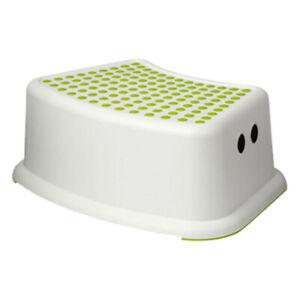 Kid-Step-Stool-Take-It-Along-in-Bedroom-Bathroom-For-Toilet-Training-Green