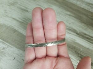 BEAUTIFUL-VINTAGE-925-STERLING-SILVER-TWISTED-ROPE-STYLE-BANGLE-BRACELET-NL