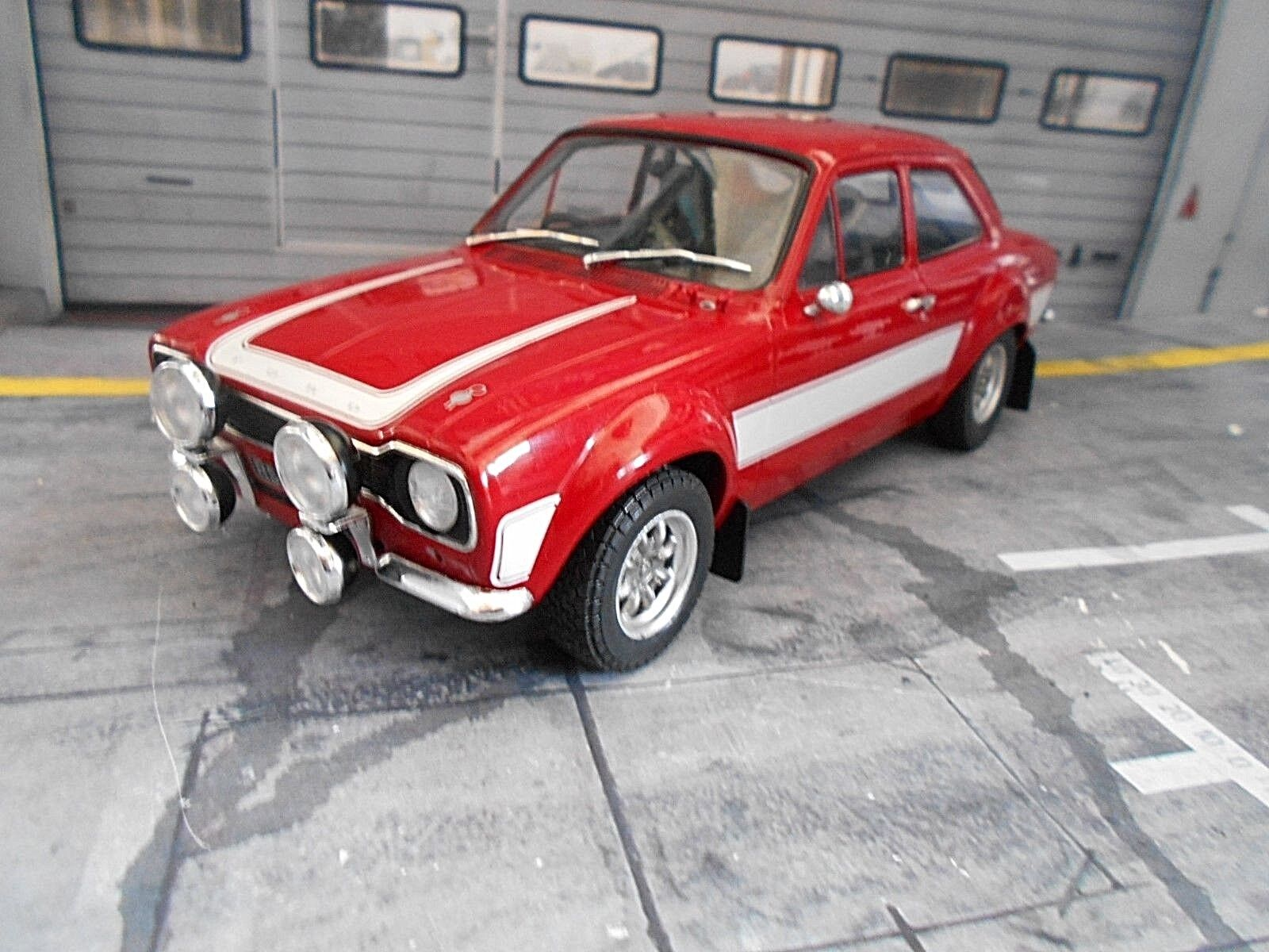Ford Escort MkI RS 2000 RS2000 rouge blanc  1973 Triple 9 IXO Metal 1 18  réductions incroyables