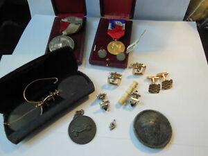 Lot Fond de tiroir bijoux anciens et modernes Etc... A 14