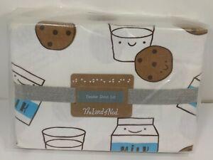 Land-Of-Nod-Milk-and-Cookies-Nursery-Toddler-Crib-Bedding-Sheet-Pillowcase-Set