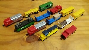 Hot-Wheels-Vintage-train-Sets-Santa-Fe-BN-Chessie-and-Freight-Cars