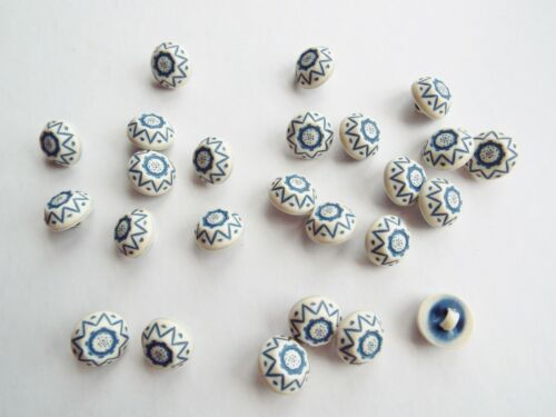 25 PRETTY BLUE /& IVORY DELFT STYLE CRAFT BABY BUTTONS 13mm
