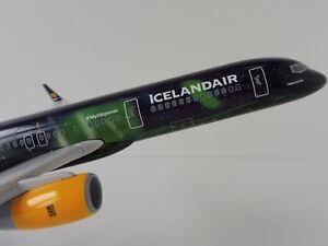 Icelandair Hekla Aurora Boeing 757-200 1/150 Skr892 Gratte-ciel 757 Tf-fi