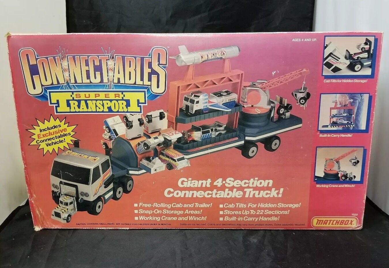La vieja caja de cerillas se conecta con el nuevo transporte de cuatro camiones, 1989.