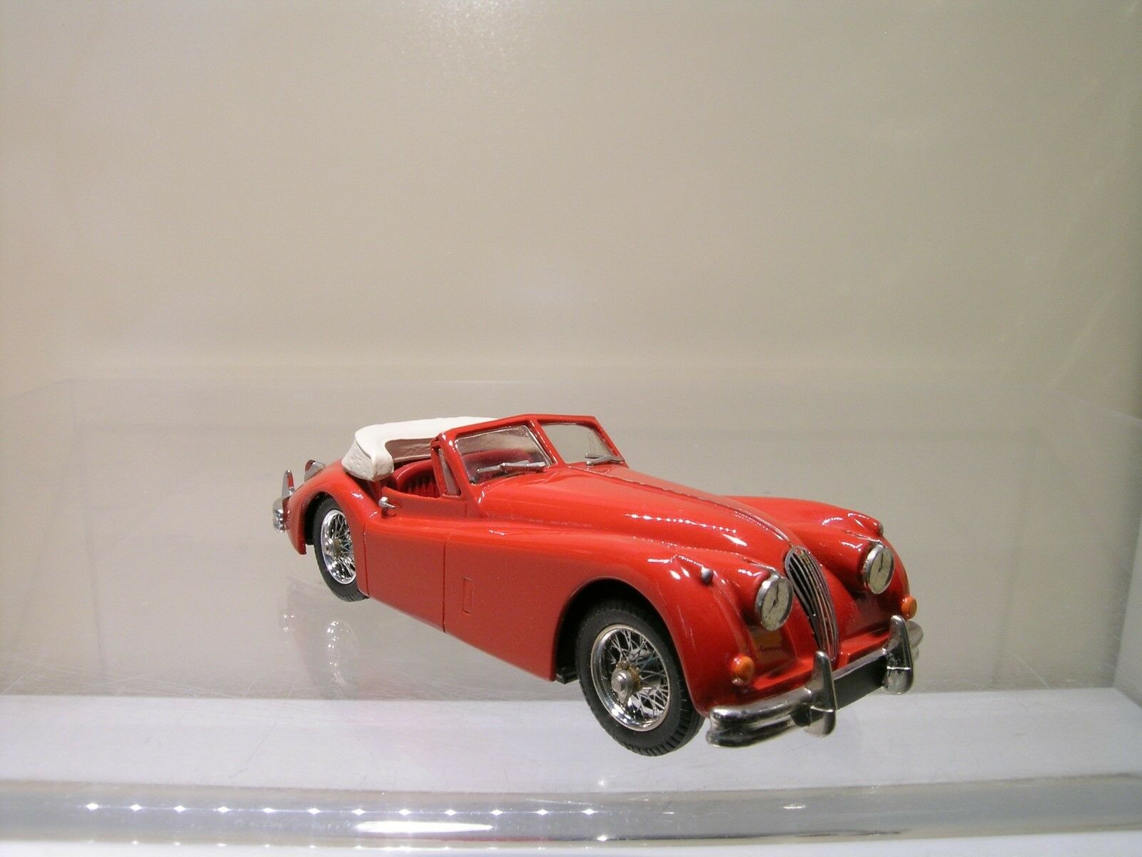 SMALL WHEELS No.SW1 JAGUAR XK140 DHC 1954 rosso bianca METAL HANDBUILT SCALE 1 43