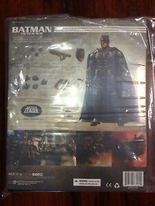 Mezco One: Combat tactique Batman Ben Affleck Justice League Expédition prioritaire!