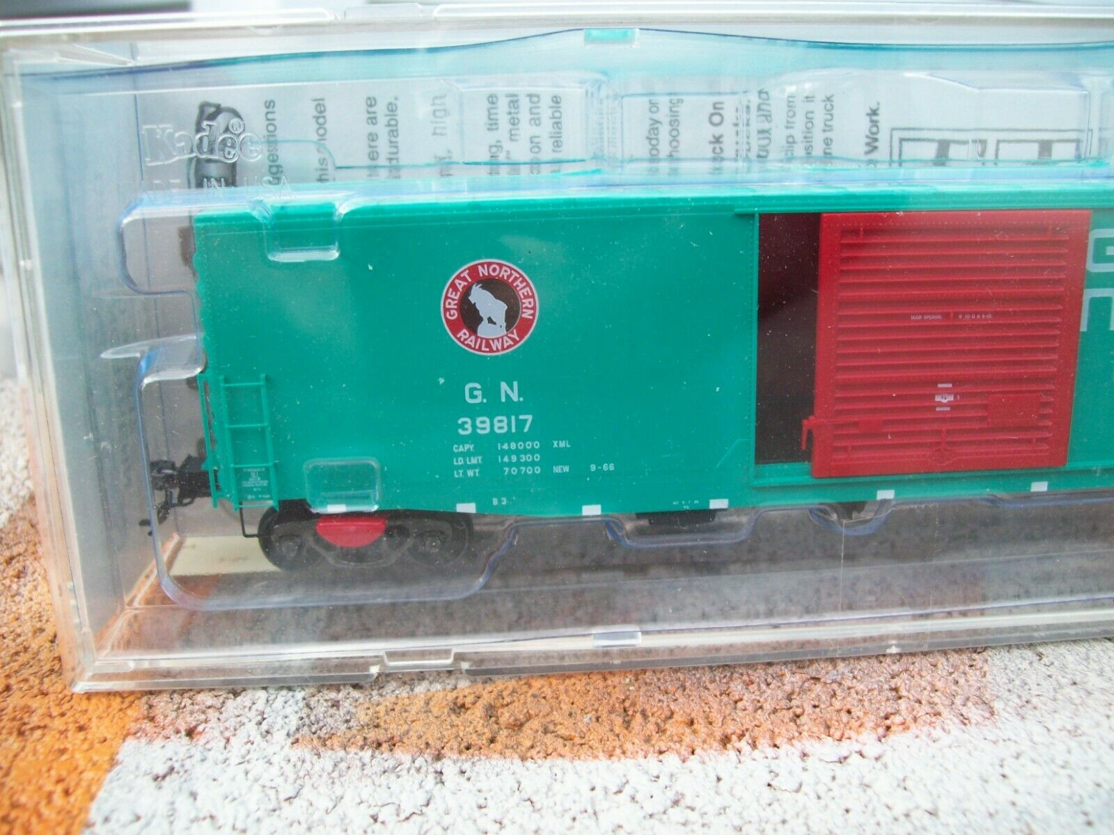 KADEE 6398 GREAT NORTHERN 50/' PS-1 Cushioned Boxcar  10/' Door # 39814 HO Scale