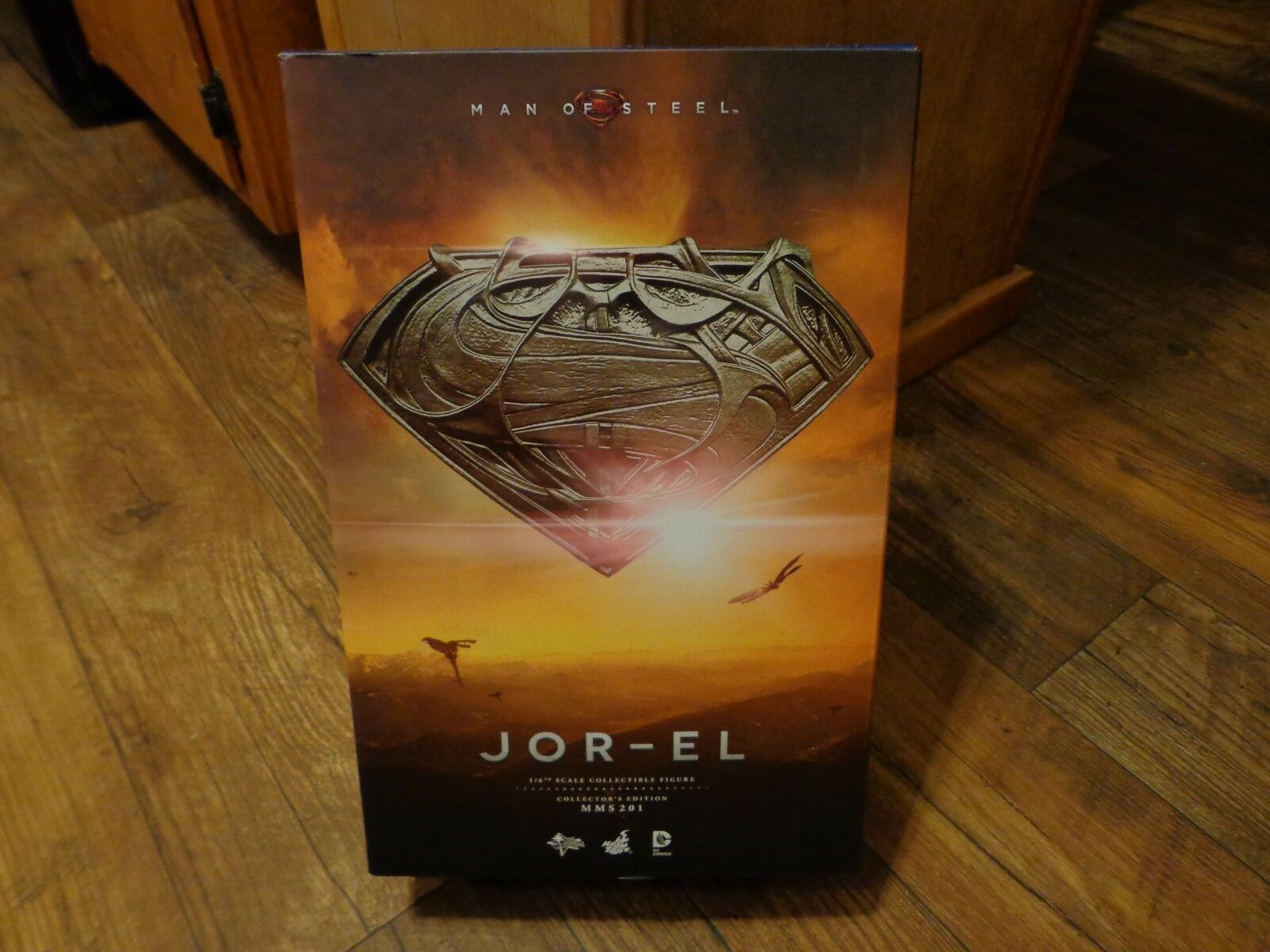 2013 HOT TOYS--SUPERMAN MAN OF STEEL MOVIE--1/6th SCALE JOR EL FIGURE (LOOK)