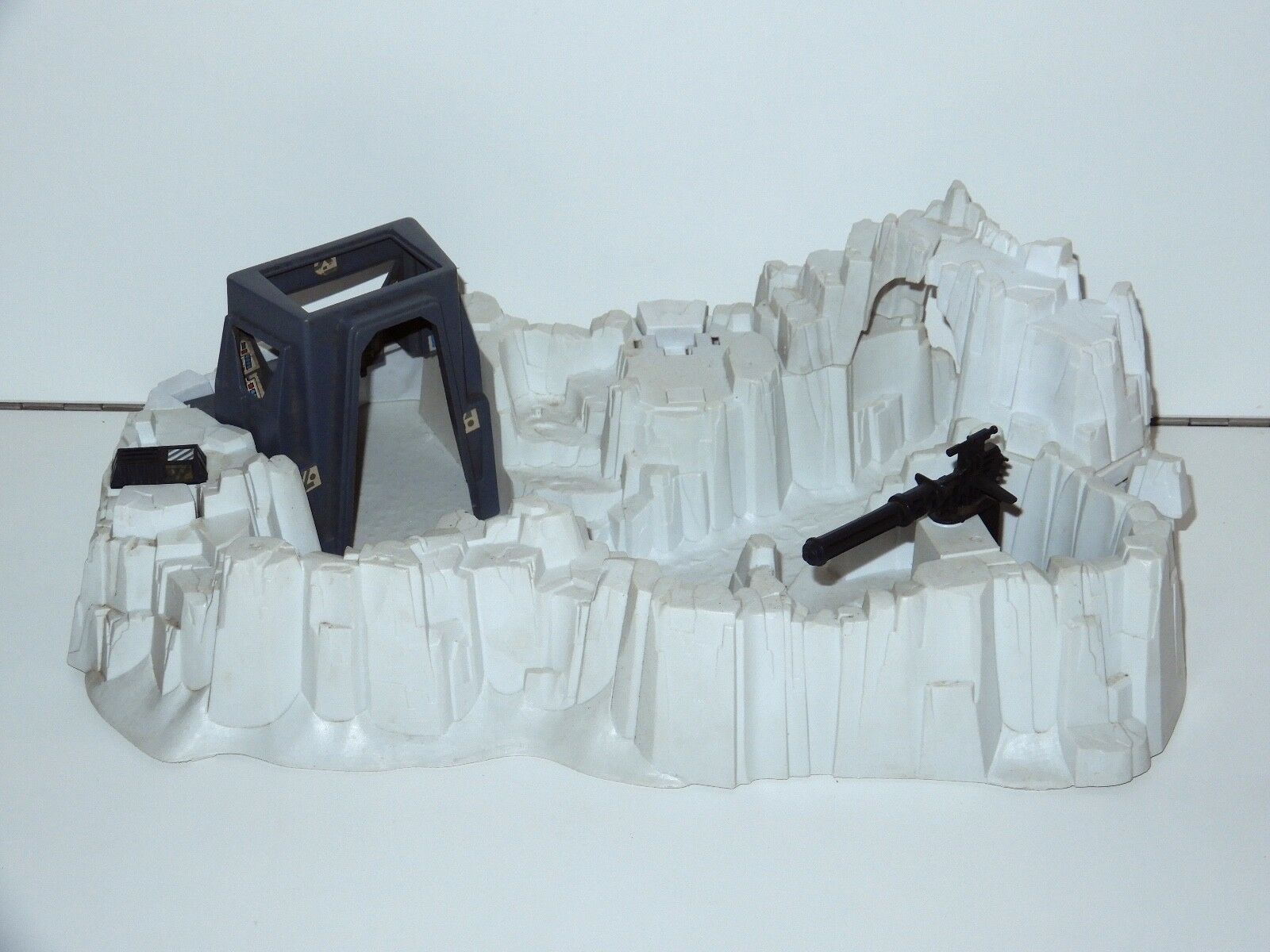 STAR WARS KENNER KENNER KENNER PLAYSET 1980 ESB IMPERIAL ATTACK BASE NEAR COMPLETE a16591