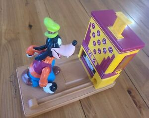 Disney-Goofy-Action-Gumball-Machine-Bowling-Animated-Action-Toy-Vintage