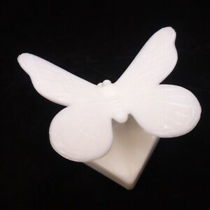 RARE-NOS-WESTMORELAND-White-Milk-Glass-BUTTERFLY-on-Branch-SUMMIT