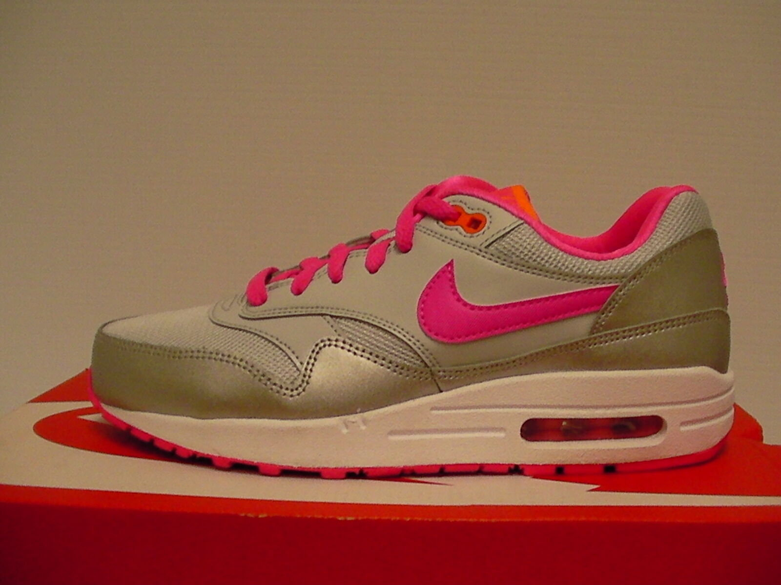 Nike air max 1 (GS) running shoes size 7 Youth new