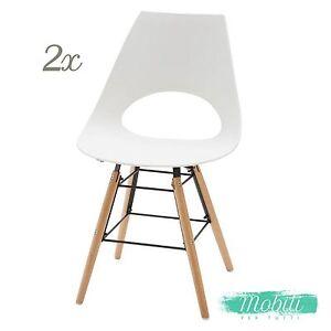 Sedia moderna in plastica bianca con gambe in legno 2 for Sedia moderna bianca