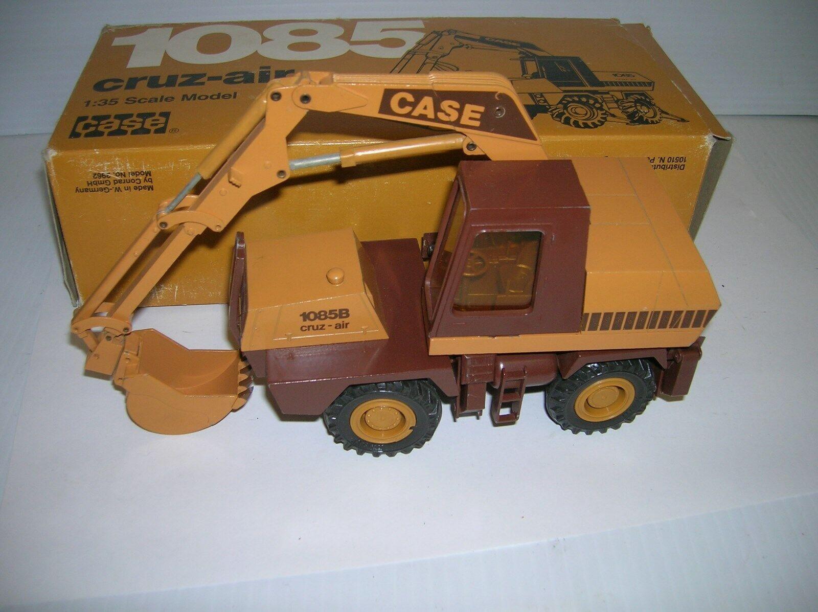 CONRAD   2962 CASE 1085 CRUZ-AIR CRANE , 1 35, NEW BOXED ,  LOT   17435