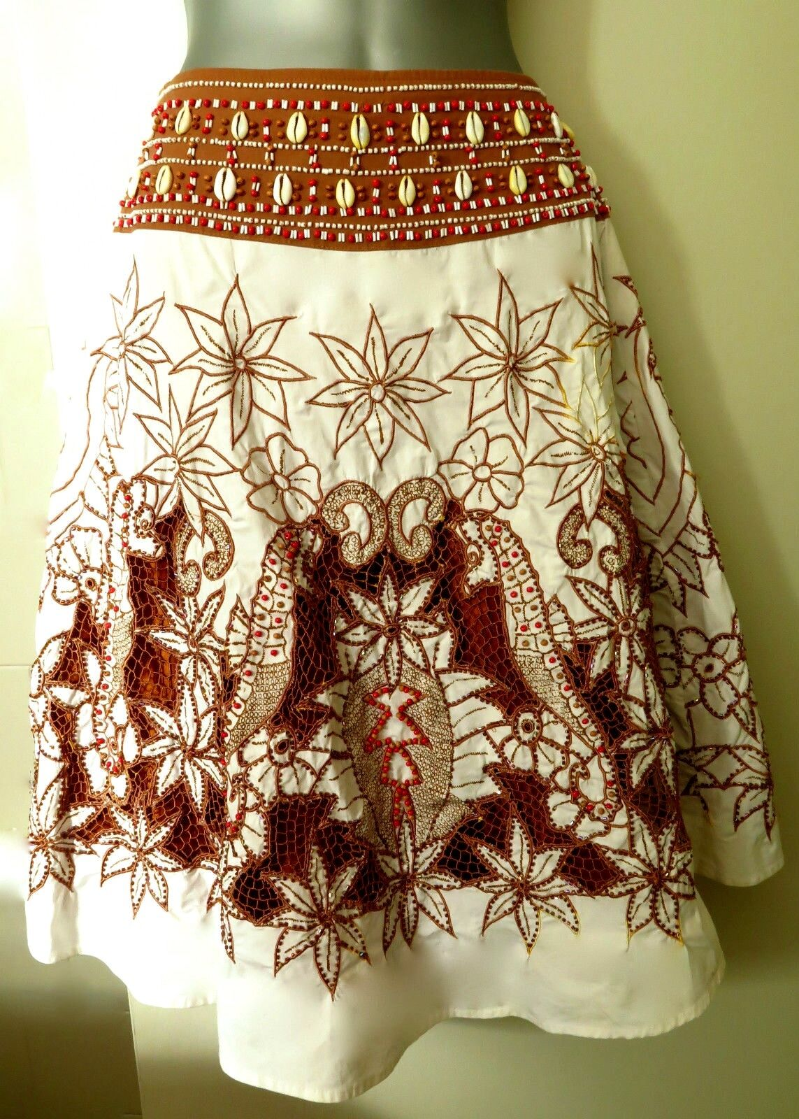 ANTHROPOLOGY BASIL & MAUDE IVORY  BROWN SKIRT RED & RUST BEADS  SHELLS SIZE 2