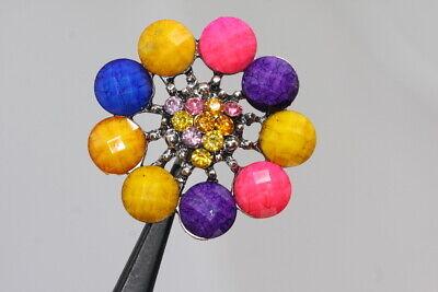 Extravaganter Straßknopf mit bunten Schmucksteinen wohl ab 2010