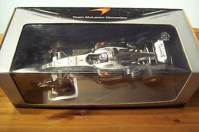 1/18 Mclaren Mp4/19 Mercedes 2004 Kimi Raikkonen Team Box-mostra Il Titolo Originale