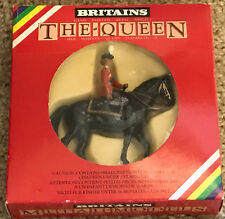 Vtg Britains HER MAJESTY QUEEN ELIZABETH The Queen on Horse Metal Model 7232 NIB