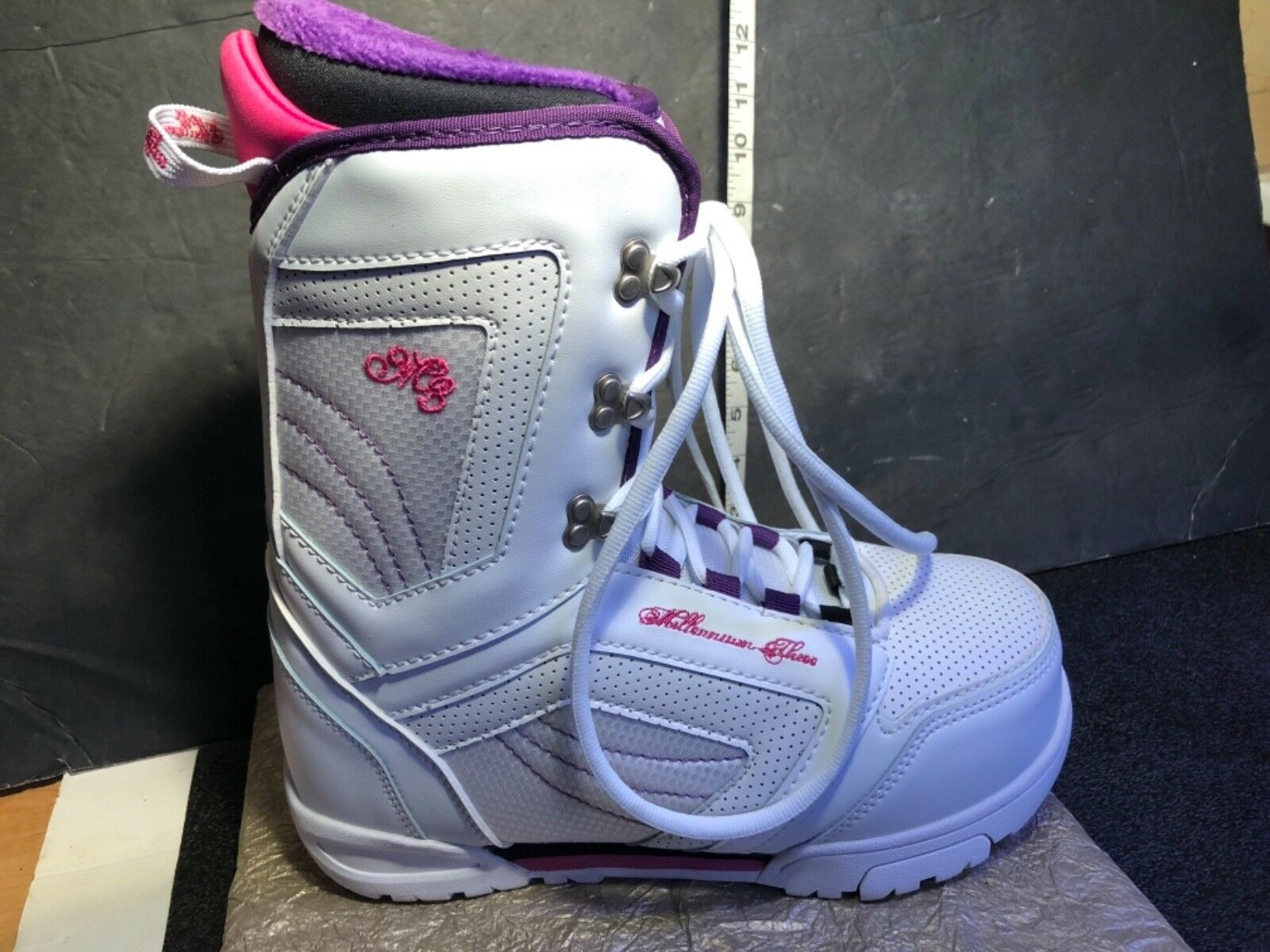 WOMENS MILLENNIUM THREE Cosmo SNOWBOARD BOOTS Brand NEW Box SIZE  9 Pink White  store sale outlet