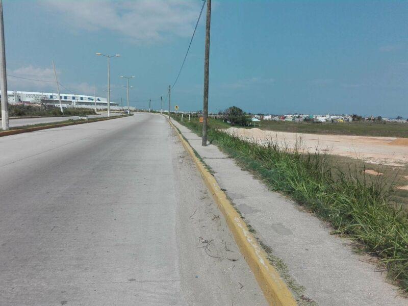 VENTAVENTA DE TERRENO EN COATZACOALCOS,VERACRUZ A ORILLA DE CARRETERA